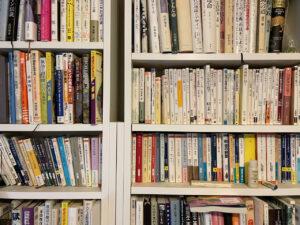 長谷川先生の書棚2